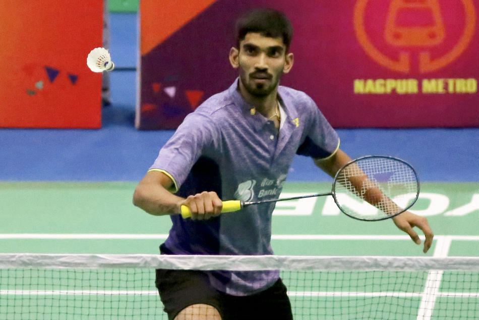 Kidambi Srikanth has decided to take a week's rest after aggravating a leg injury during the Senior National Badminton Championships in Nagpur.