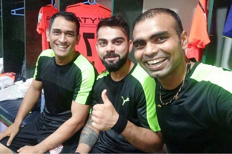 India hockey goalkeeper PR Sreejesh (right) with cricketers MS Dhoni and Virat Kohli before their Celebrity Clasico match in October (Image courtesy: Twitter)