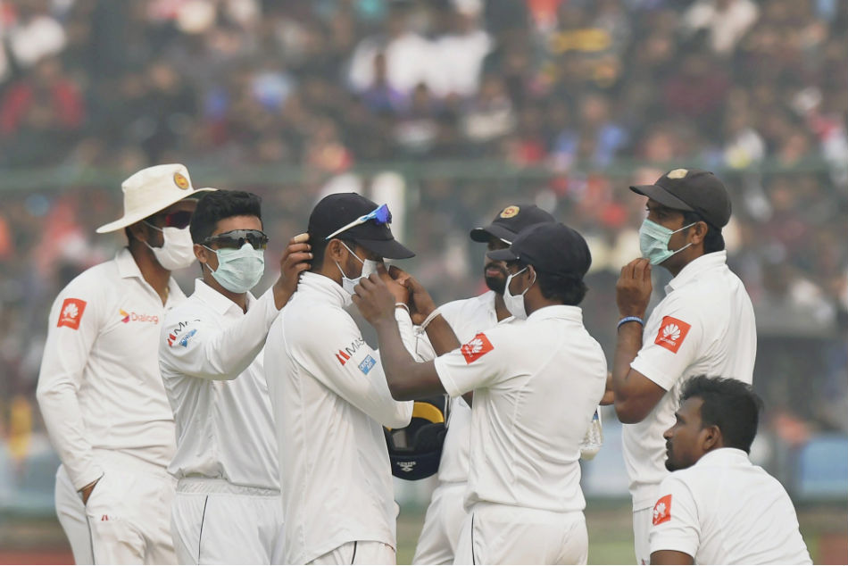 Sri Lanka players wear masks due to the smog in Delhi