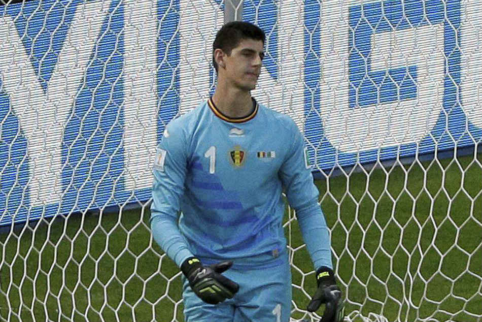 Chelsea goalkeeper Thibaut Courtois awaits Real Madrid move