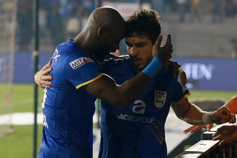 Isl Mumbai City Edge Northeast United Five Goal Thriller