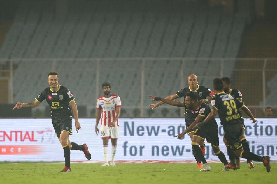 Isl Atk Hurt Kerala Blasters Chances With 2 2 Draw