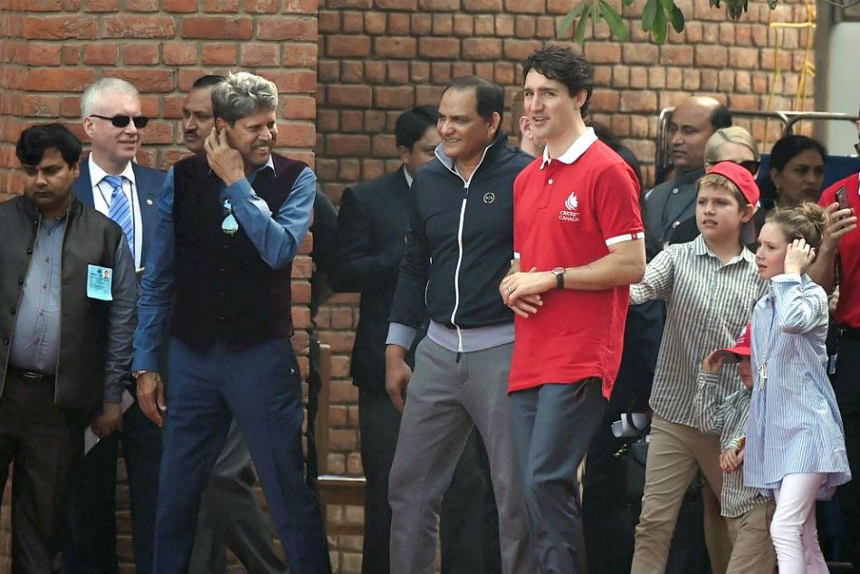 Kapil Dev, Mohammad Azharuddin play cricket with Canadian PM