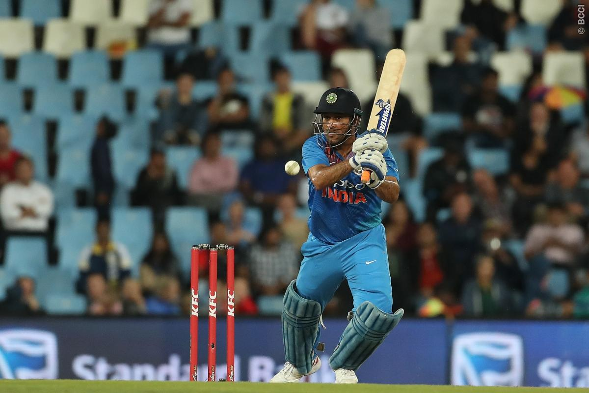 Ms Dhoni Loses Cool On Manish Pandey Blasts Him Not Paying Attention
