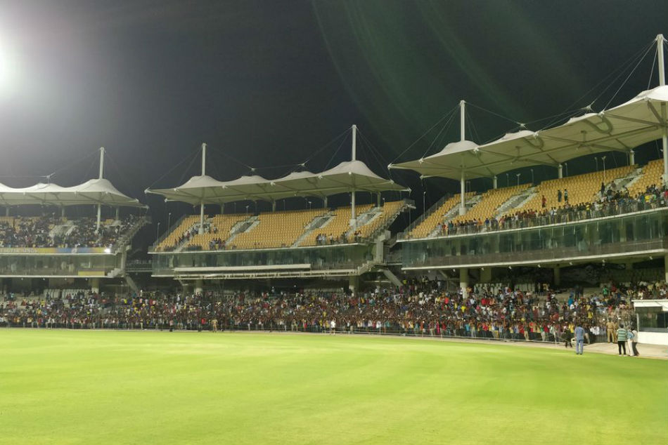 Ipl 2018 Thousands Chennai Super Kings Fans Come To Watch Ms Dhoni Practice Chepauk
