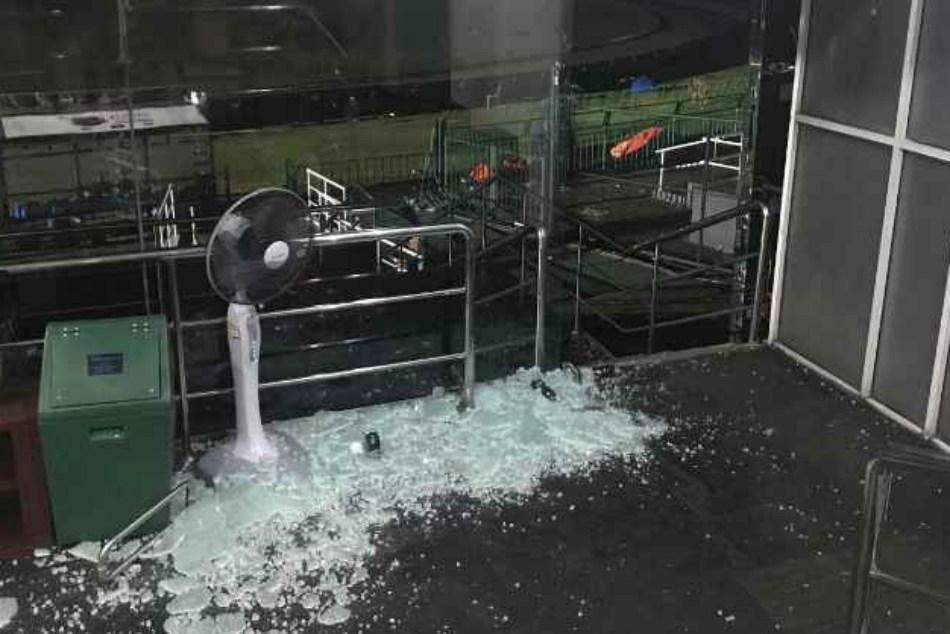 Shakib al hasan broke dressing room glass door at r premadasa broken glass lying down at the r premadasa stadium dressing room after sl bangladesh match planetlyrics Image collections