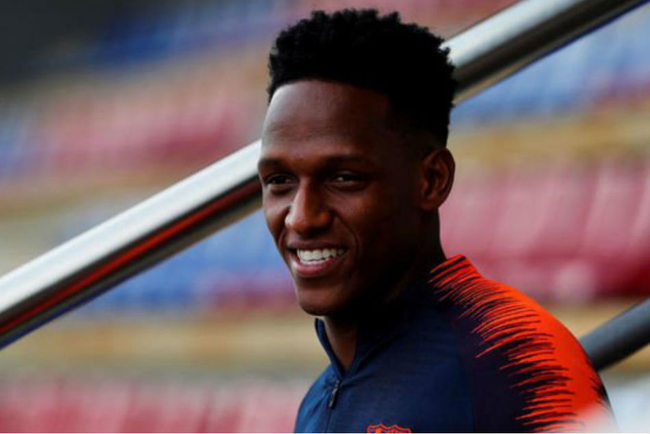 Yerry Mina of FC Barcelona could be sacrificed to accommodate Arthur (Image: Twitter)
