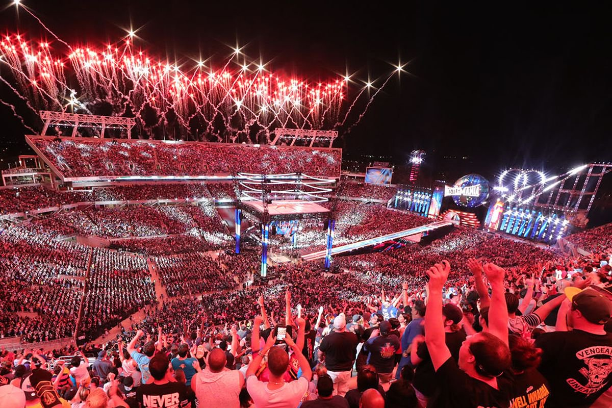 A glimpse of Wrestlemania crowd (image courtesy Twitter)