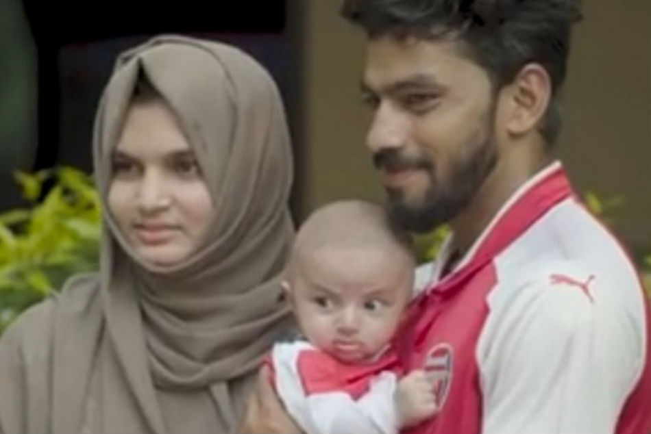 Inzamam ul-Haq (right) with baby Mehd Ozil and wife Fidha Sanam (Image: YouTube videograb)