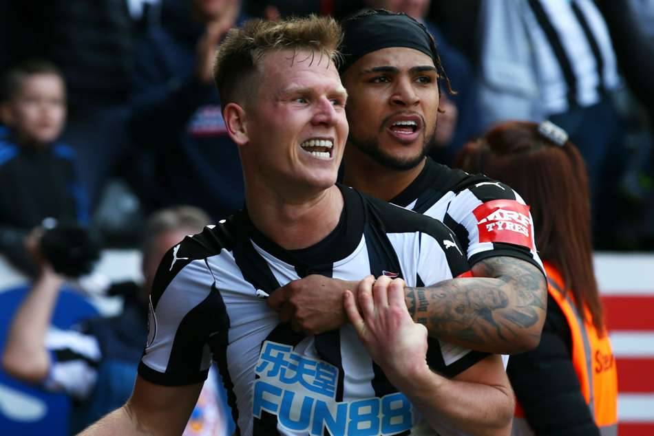 Matt Ritchie of Newcastle United celebrates after scoring against Arsenal during their Premier League match on Sunday