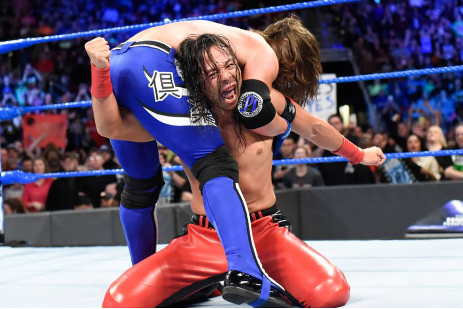 Shinsuke Nakamura delivers a low blow to AJ Styles during Smackdown Live (Image: WWE.com)