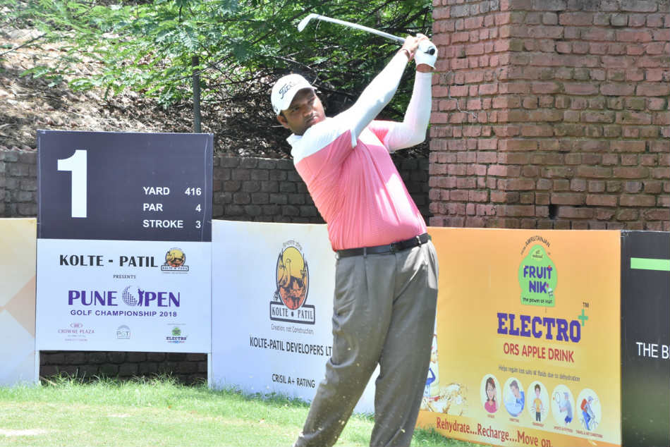 Udayan Mane grabbed a share of the lead in Pune on Tuesday