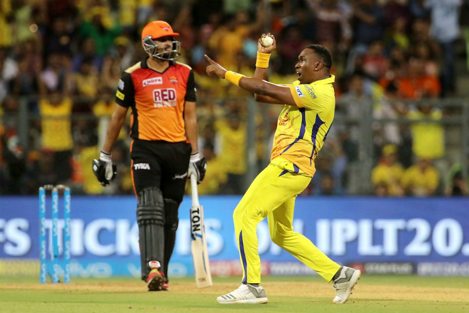 Image result for Dwayne Bravo's catch to dismiss Yusuf Pathan IPL 2018