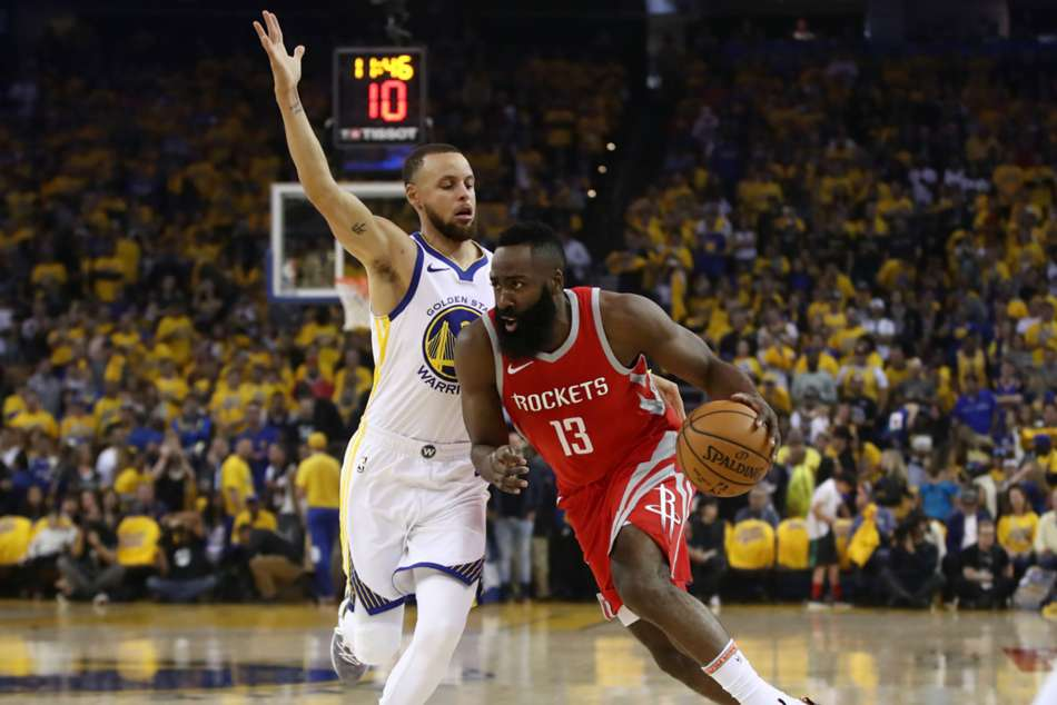 Curry, Warriors rout Rockets to take 2-1 lead