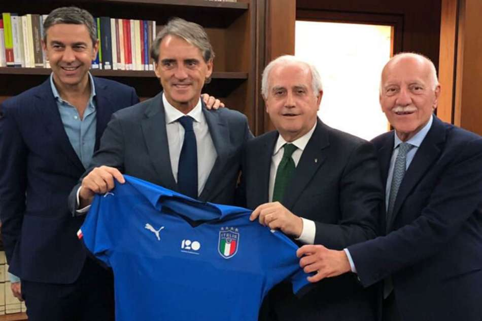Mancini replaces Ventura as the new Italian coach