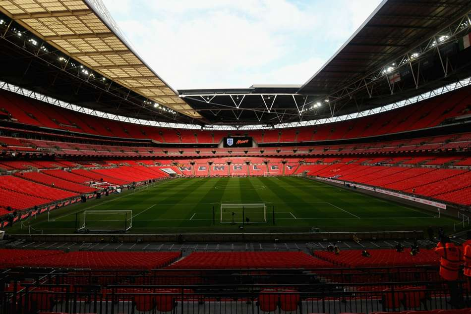 Fulham owner Khan wants Wembley roof installation