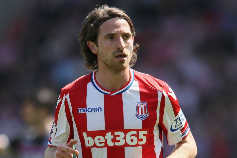 Official Joe Allen Signs New Four Year Stoke Contract