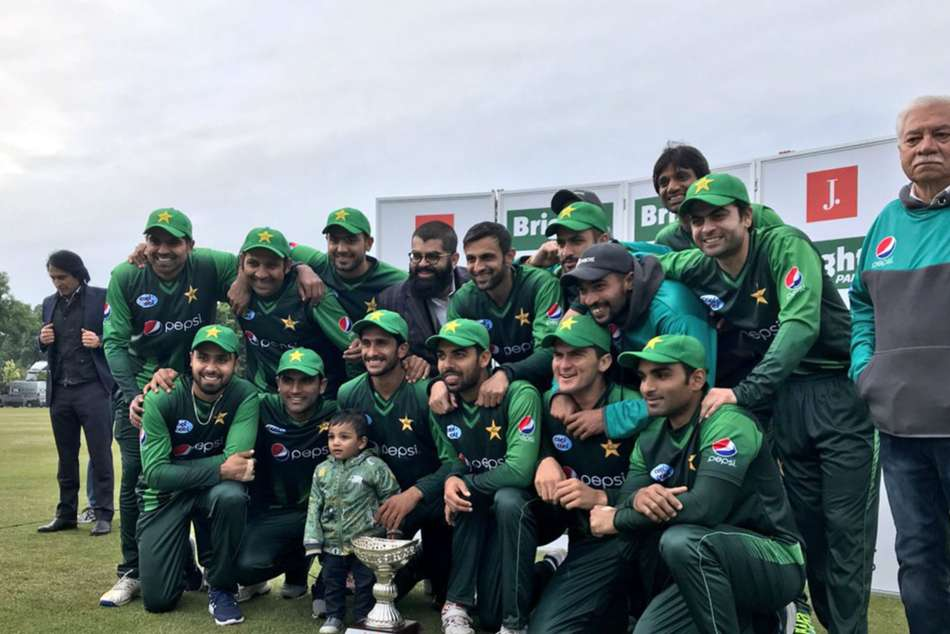 Pakistan team celebrate the T20 series win