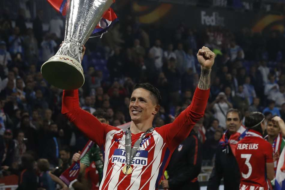 Fernando Torres lifts the Europa League trophy in Atletico Madrid colours