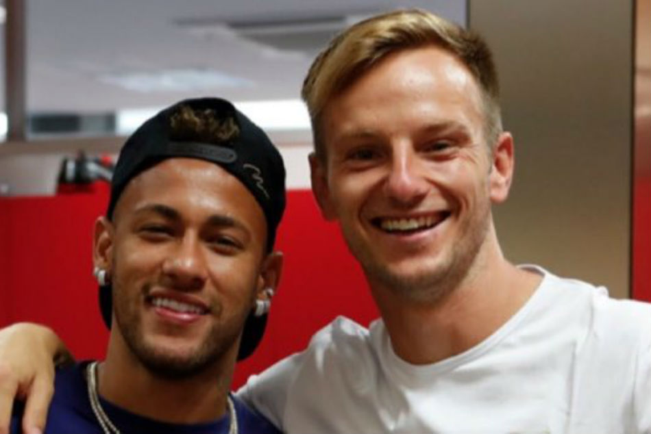 Neymar Visits Former Barcelona Team Mates
