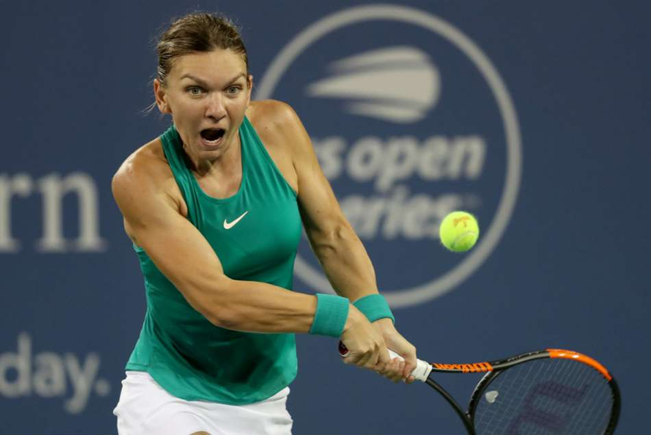 Simona Halep in action at Cincinnati Masters