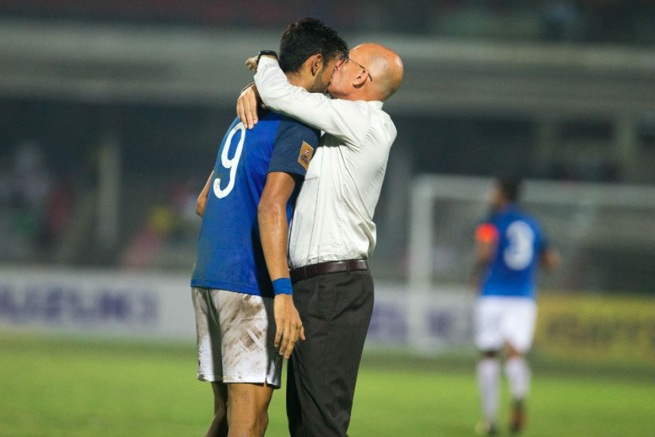 Indias Manvir Singh receives a hug from coach Stephen Constantine after scoring against Pakistan during their SAFF Suzuki Cup 2018 semifinal
