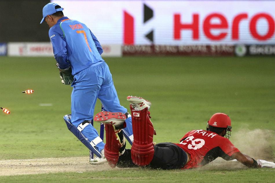India Vs Pakistan Ms Dhoni Keeps Impressing With Drs Twitterati Hail Dhoni Review System
