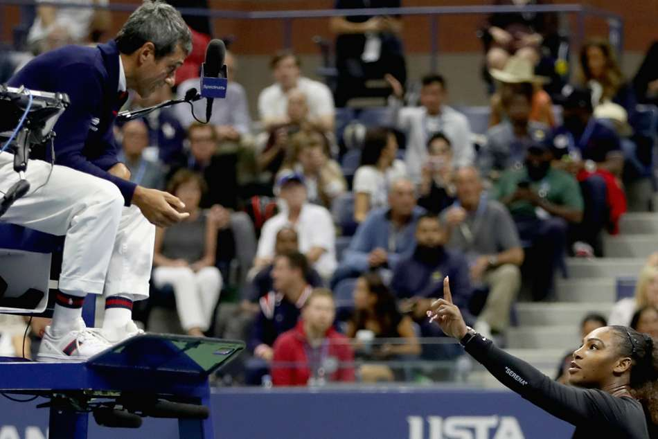 Serena Williams argues with chair umpire Carlos Ramos