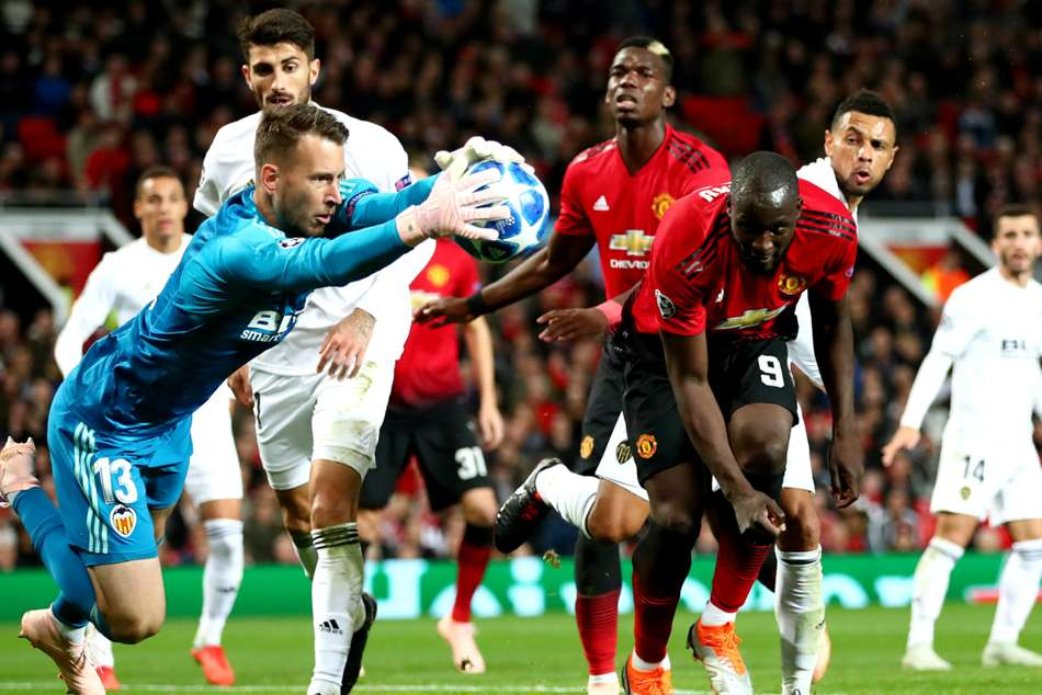 Valencia held Manchester United to a goalless draw