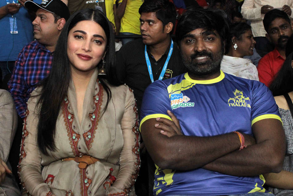 Shruti Haasan and Vijay Sethupati cheer for their home team Tamil Thalaivas.