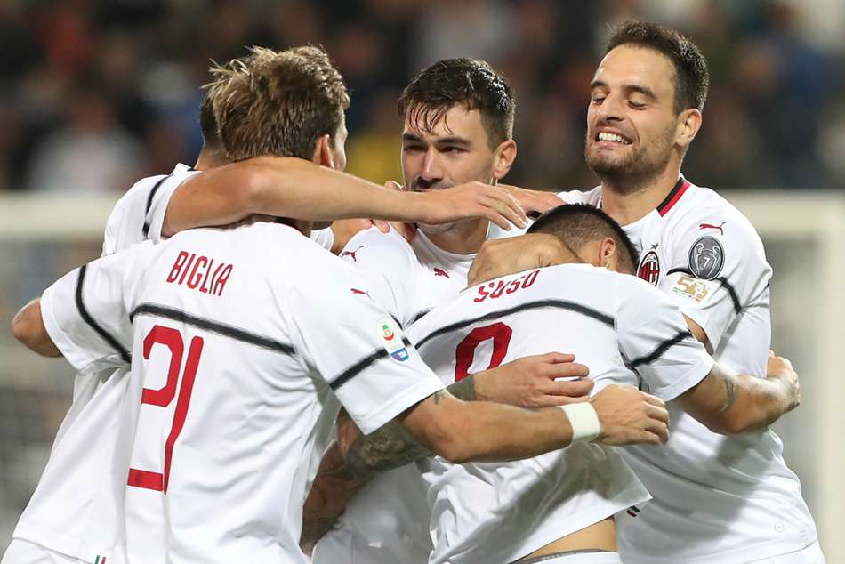 AC Milan players celebrate during win over Sassuolo
