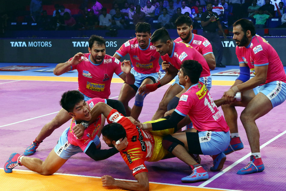 Pkl 2018 Gujarat Fortunegiants Continue Their Dream Run With