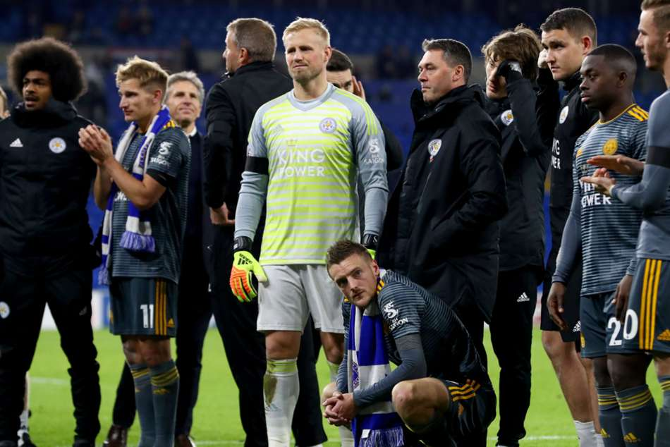 Kasper Schmeichel with his team-mates after Leicesters narrow win over Cardiff City
