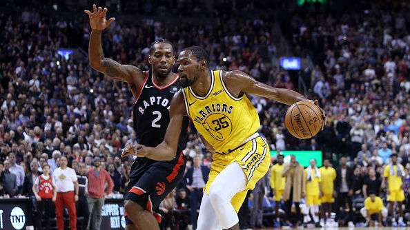 Raptors Kawhi Leonard (left) and Warriors Kevin Durant in action