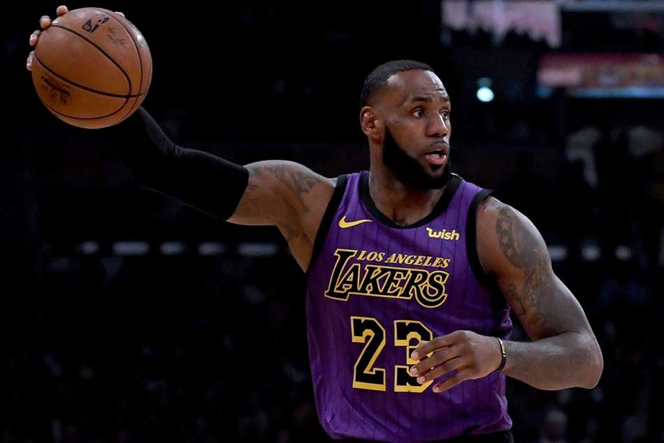 Nba Lebron Moves Into Fifth On Scoring List 76ers Fall Butler Debut
