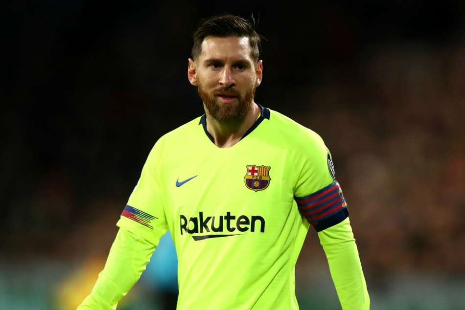 Lionel Messi inspires Barcelona to top Group B