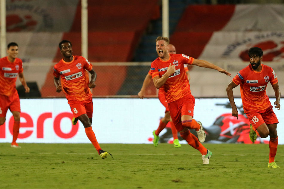 Matt Mills celebrates with Pune FC team-mates after clinching the winner. Image: ISL Media