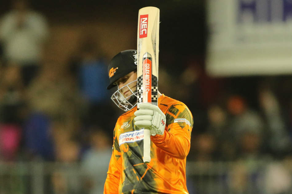 Skipper Jon Jon Smuts powered Giants with a quick fifty