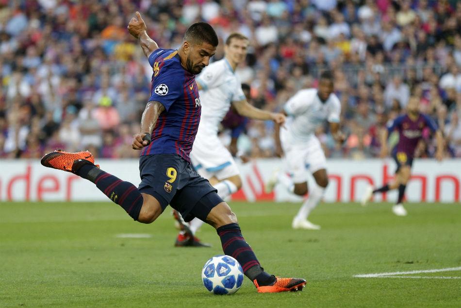 Suarez Helps Barcelona Stay On Top
