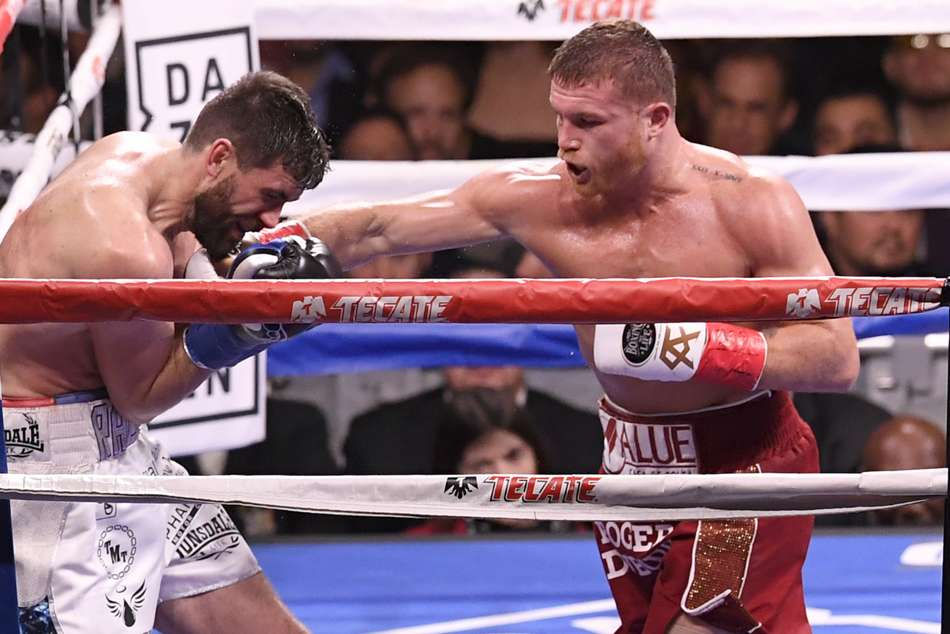 Canelo (right) outclasses Rocky Fielding by third-round TKO