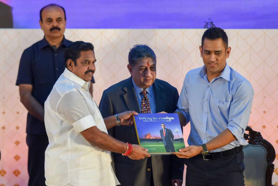 It S Important To Safeguard Bowlers Dhoni Dravid Kumble