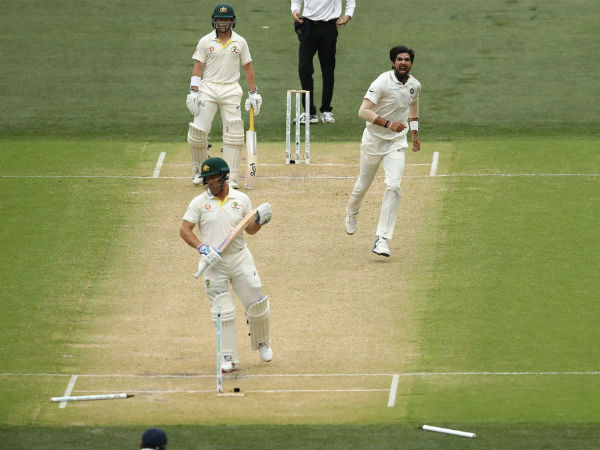 2. Ishant, Bumrah bottle up Aussies
