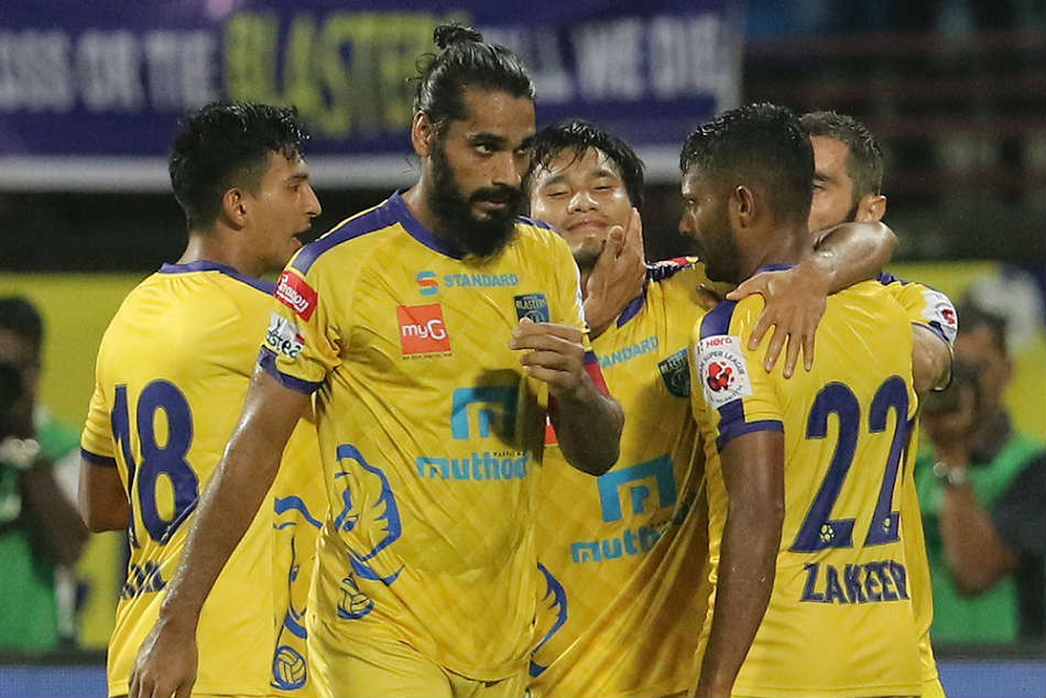Kerala Blasters FC players celebrate their equalizing goal against Jamshedpur FC: Credit: ISL Media