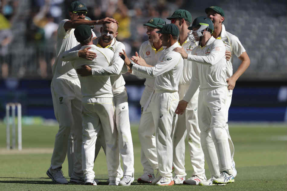 India Vs Australia 2nd Test Day 4 Lyon Hazlewood Crack India