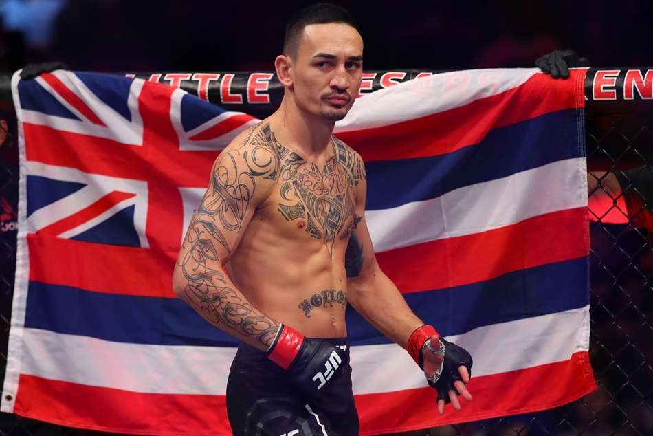 Max Holloway retains UFC Featherweight title