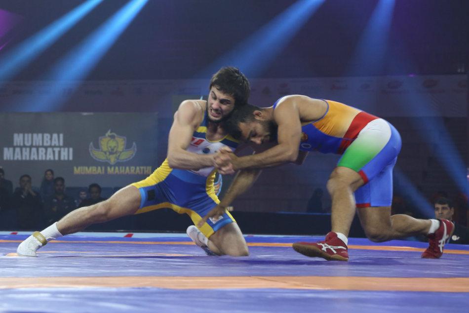 Pwl Delhi Beat Mumbai Raise Hope Semis Berth