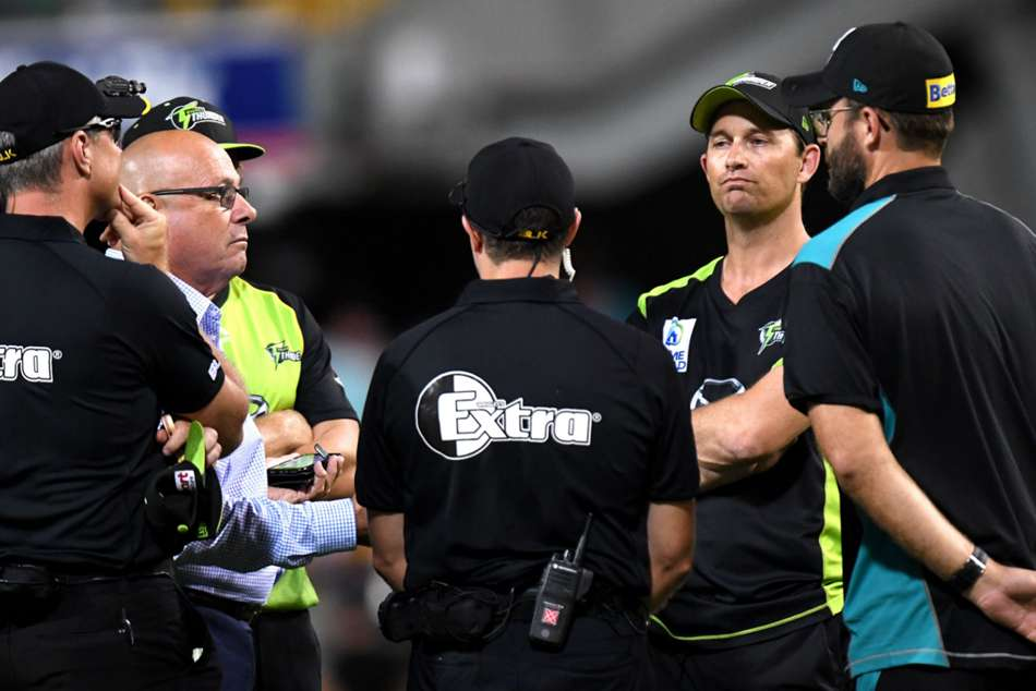 Bbl Watson Lights Up Gabba Before Power Cut Forces Abandonment