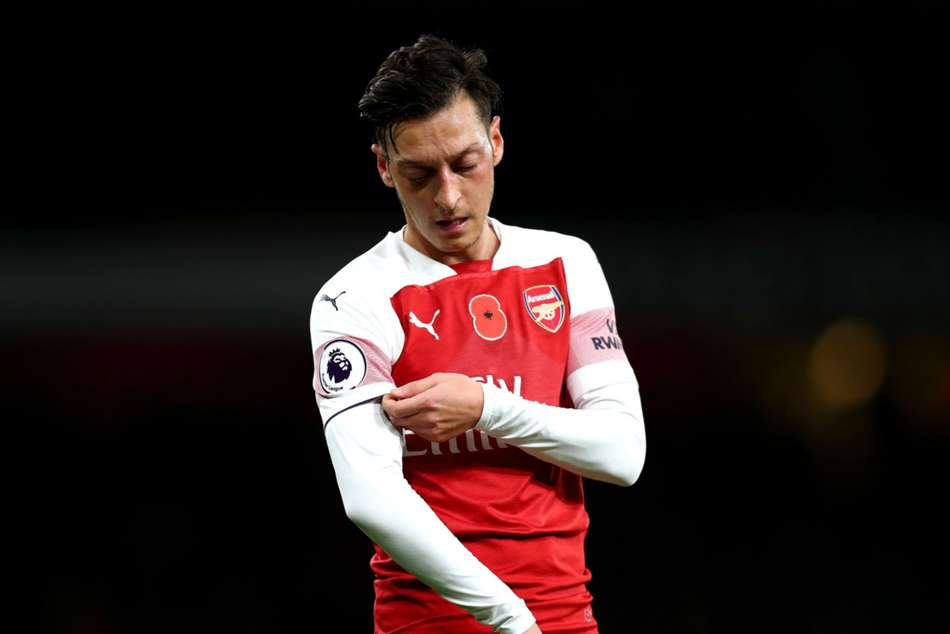 Mesut Ozil Staying At Arsenal Agent Premier League