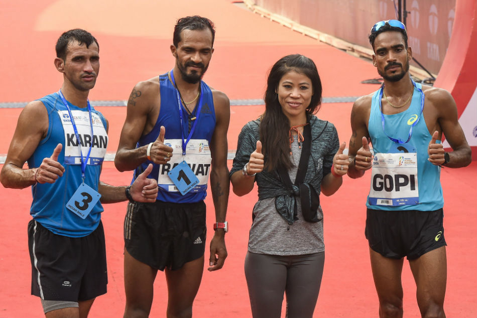 Boxer Mary Kom with the winners of the Indian Mens Group at Mumbai Marathon 2019 Nitendra Singh Rawat (2nd L), Gopi Thonakal (R) and Karan Singh