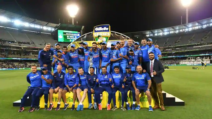 India Vs Australia Cricketers Experts Hail Ms Dhoni Team India